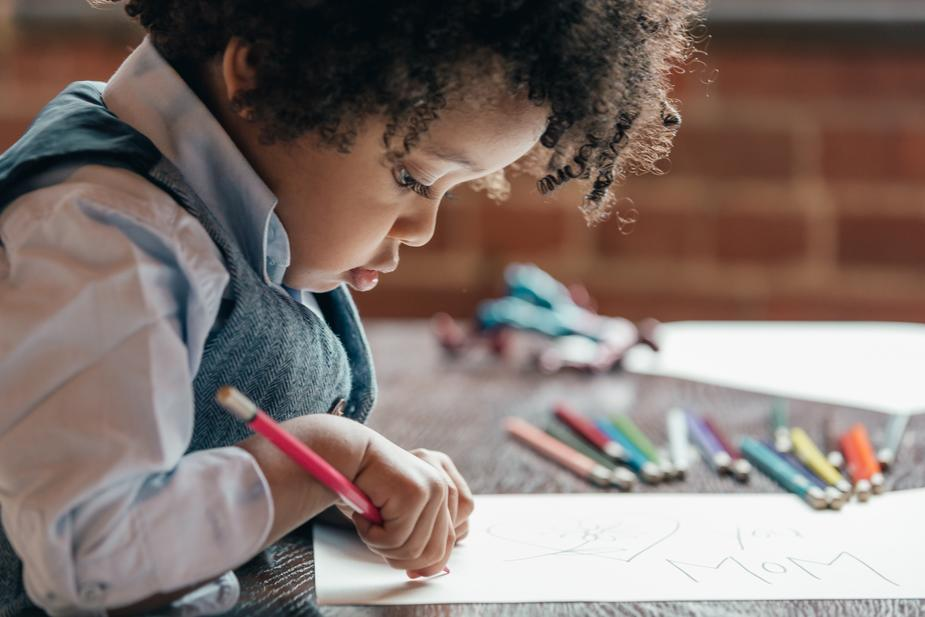 Luxju little-boy-drawing